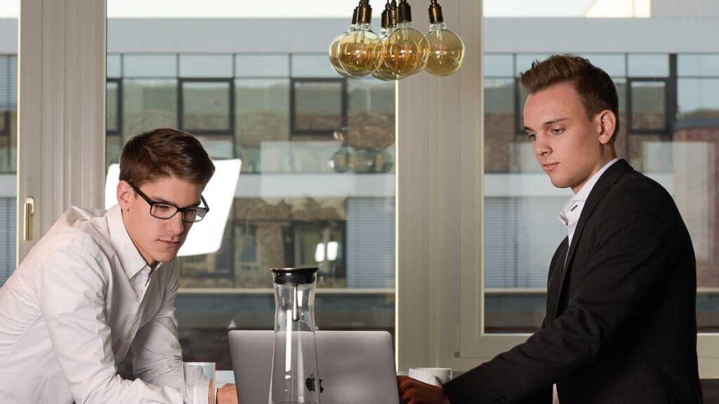 Lorenz Thaden und Tim Bauer von der Seiten-Werk GmbH & Co. KG