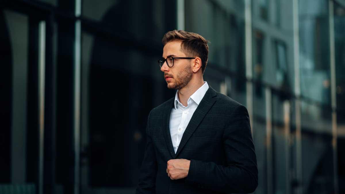 Niko Kronenbitter bietet ein CRM-System und personalisierte sowie individuelle E-Mail-Kampagnen.