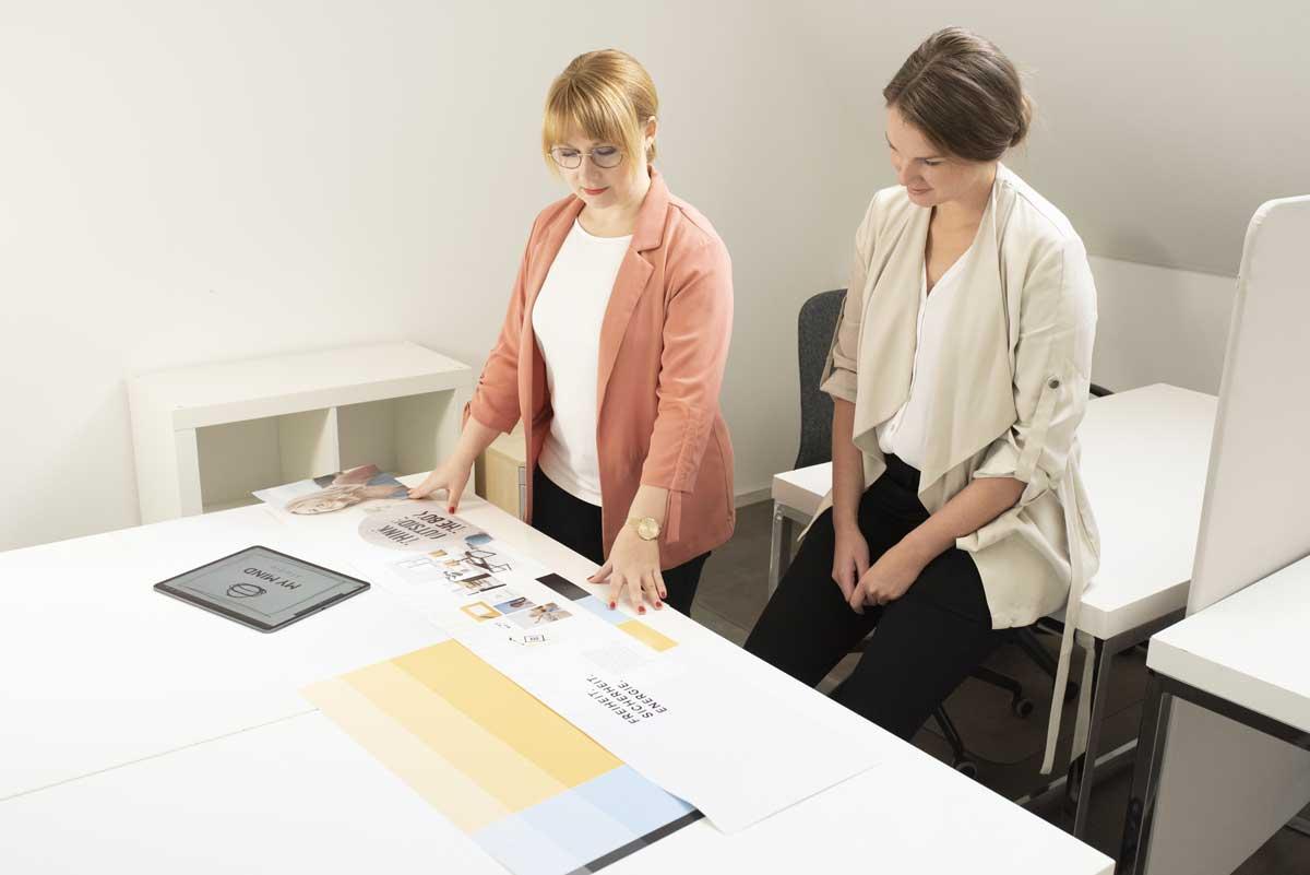 Jasmin Huber erstellt Branding-Konzepte
