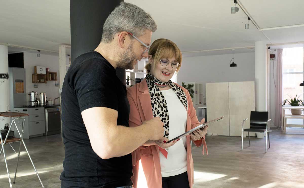Jasmin Huber unterstützt täglich Kunden mit ihrem Unternehmens-Auftritt