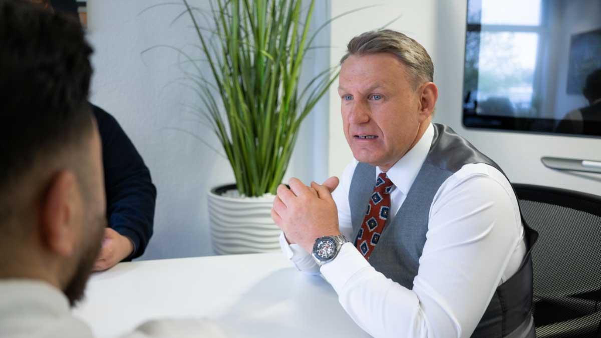 Heinz Bosbach unterstützt mit der Bosbach Consulting GmbH Immobilienmakler