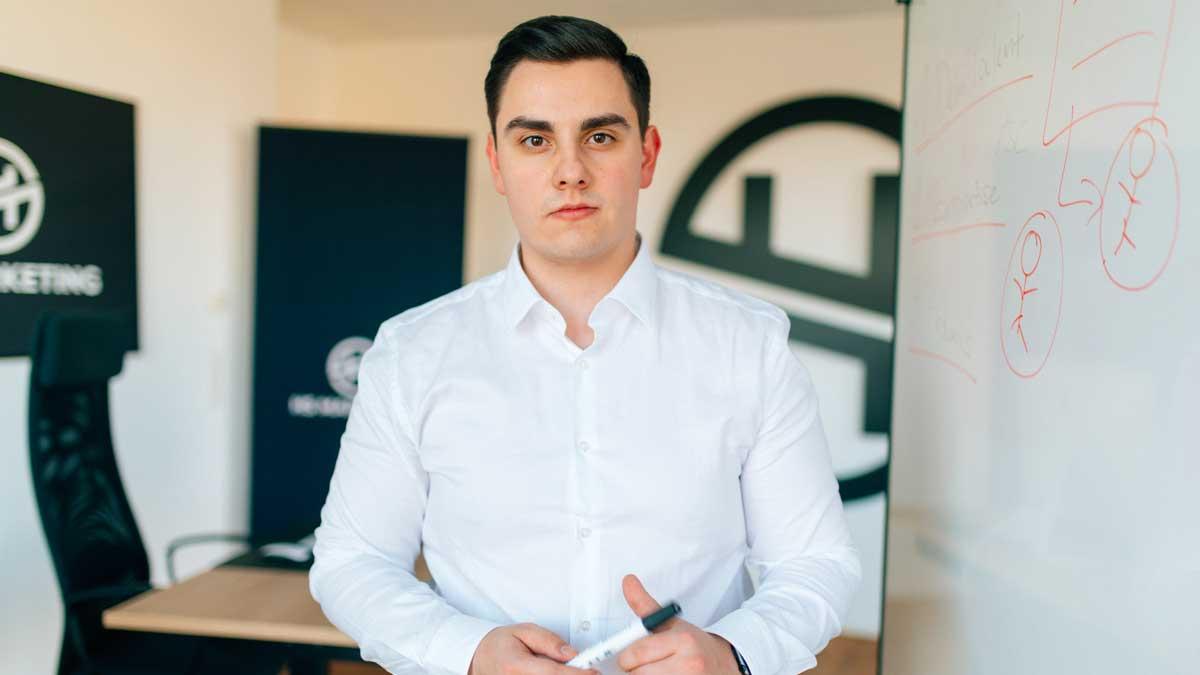 Hans Schneider ist der Gründer einer Performance-Marketing-Agentur